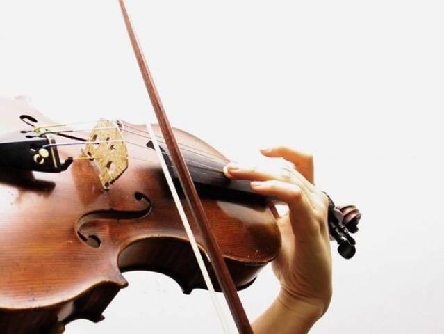 Bēru mūzika vijoles spēle
