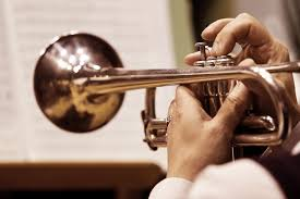 Bēru mūzika trompetes spēle