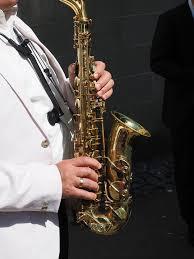Saksofona pavadījums bērēs