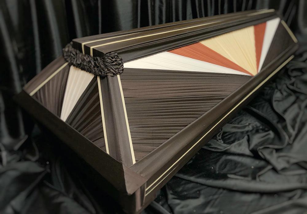гроб деревянный, драпированный тканью, модель радуга
